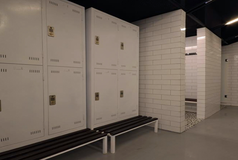 <strong>NEF 09 FOLD HOME LOCKERS ROOM<span><b>in</b>Residence </span></strong><i>→</i>