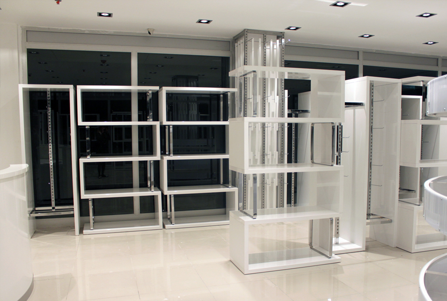 <strong>GONDOL PLAZA<span><b>in</b>Showroom </span></strong><i>→</i>