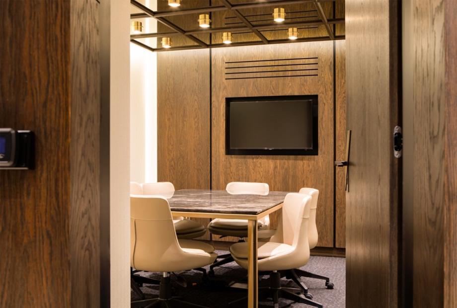 <strong>NEF 09 FOLD OFFICE MEETING ROOM<span><b>in</b>Residence </span></strong><i>→</i>