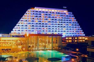 <strong>SÜRMELİ HOTEL<span><b>in</b>Hotel </strong><i>→</i>
