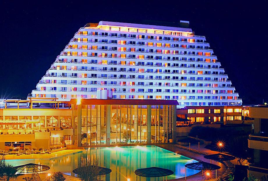 <strong>SÜRMELİ HOTEL<span><b>in</b>Hotel </span></strong><i>→</i>